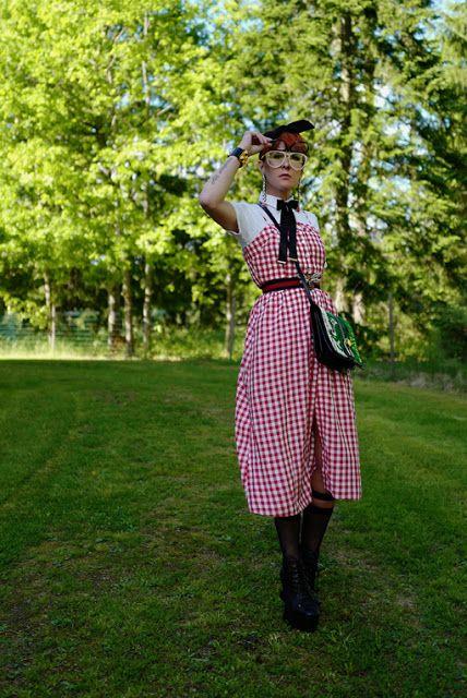 The wardrobe of Ms. B: walking picnic