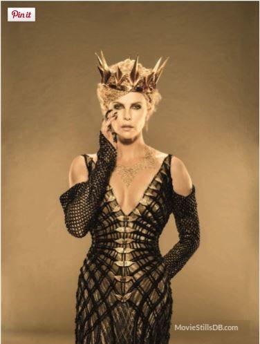 Ravenna (Sharlize Theron) O caçador e a rainha do gelo, figurino, vestido preto