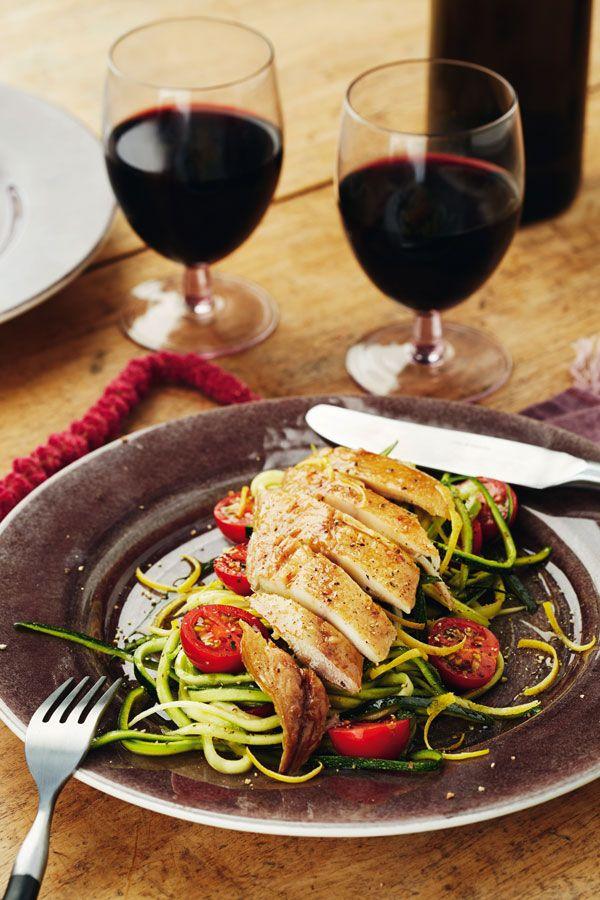 Geräucherte Makrele mit Zucchini-Julienne und Cocktailtomaten, Foto: ZS Verlag