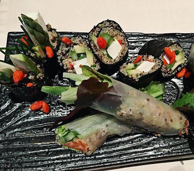 Tofu avocado & salmon quinoa rolls from special How to Green menu at China Club @chinaclubmoscow  Легкие, полезные и конечно же очень вкусные киноа роллы  с авокадо и тофу и с лососем из специального меню How to Green в ресторане China Club @chinaclubmoscow ❤️
