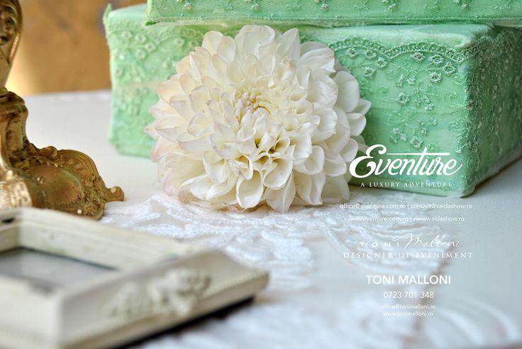 Aranjamente florale Nunta by Eventure Co.  graphic designer T.Ina & event designer Toni Malloni  www.eventure.com.ro www.tonimalloni.ro www.bprint.ro www.eventurecentralstore.ro +40 723 701 348 office@eventure.com.ro