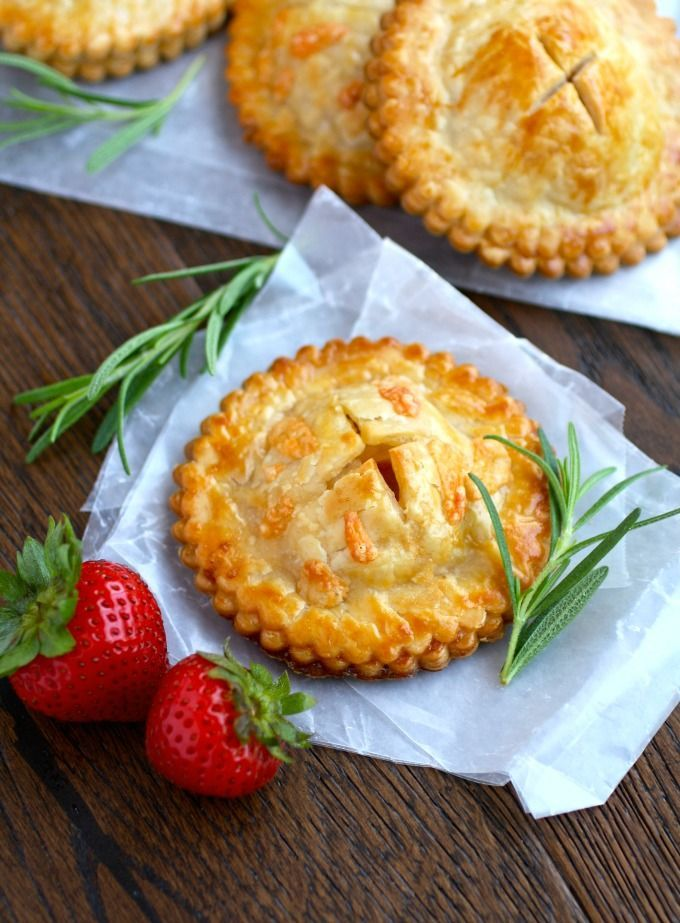 Ham & Havarti Hand Pies with Rosemary-Mustard Aioli are a fabulous twist on a sandwich, with flavorful ingredients! #ad #murrayscheese @frysfoodstores
