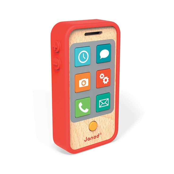 Detský drevený mobil so zvukom je vhodný pre deti od 18 do 36 mesiacov. Na mobile je 7 tlačidiel, ktoré môže dieťatko stláčať a počúvať tak rôzne zvuky. Súčasťou balenia je aj silikónové púzdro, vďaka ktorému je hračka príjemnejšia na dotyk a pôsobí aj realistickejším dojmom. Rozmery mobilu pre deti sú 6,5*2,5*12 cm. Hra s mobilom deti približuje svetu dospelých.