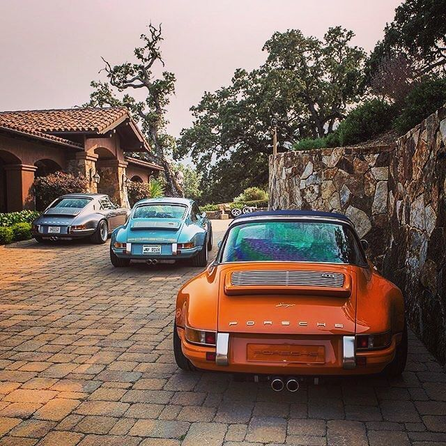 What's better than one Singer 911 ? #horsepowerhangar #blacklist #itswhitenoise #singer911 #porsche #porsche911 #911 #964 #singer #aircooled #porsc…   Porsche …
