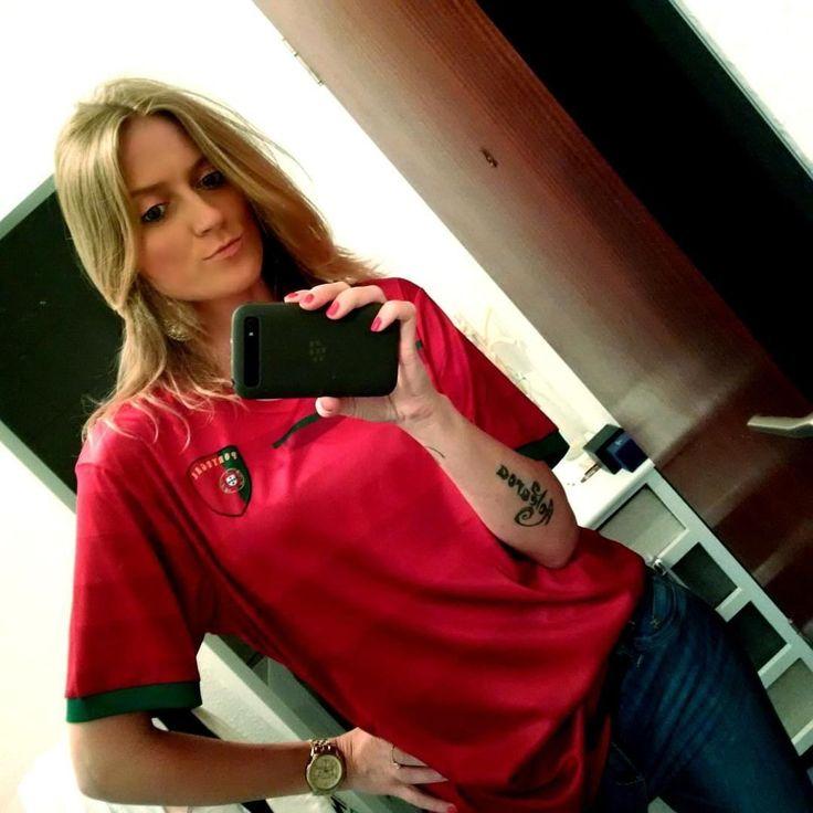 #inst10 #ReGram @mrscrocetti: Ready for tonight's match - Força Portugal!!! CR 7 #euro2016 #em #fussball #football #soccer #finals #portugal #forcaportugal #cr7 #ronaldo #blackberry #selfie #portugalia #pilkanozna #jersey #trikot #koszulka #BlackBerryClubs #BlackBerryPhotos #BBer #BlackBerryGirls #Lady #2016