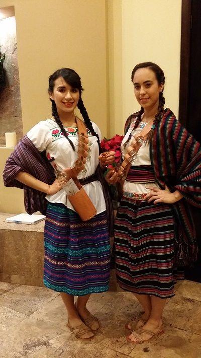 Adelitas Mexicanas #personajesmexicanos #ambientacionmexicana #fiestatematica #fiestatema #pueblomexicano #iglesia #catedral #arcomexicano