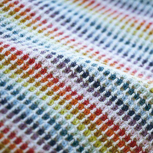 🌈 Mandagens stemningsbillede 🌈 Vi har et smil på læben og humøret er højt og farverigt ligesom en regnbue 💗 . Må I alle få en fantastisk mandag!  Det farverige hæklet baby tæppe er fra strikkebogen: STRIK EN REGNBUE.  #strikenregnbue #babytæppe #glad #godmandag #babyplaid #hæklettæppe #hækle #regnbue #børnetæppe #rainbow #happycolours #babyblanket #crochet #babycrochet #happymonday #crochetblanket #yarnlove #colourlove