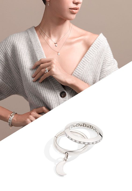 Winter is synonymous with elegance.  Try the Dodo Moon charm in white gold and match it with the Brisé ring in white gold.