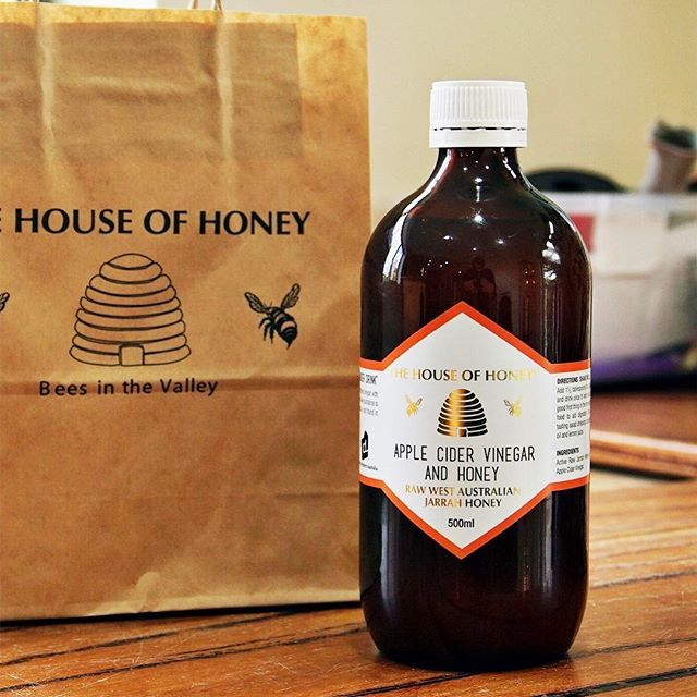 I really love this Apple Cider Vinegar from @thehouseofhoney 🍯🍎. It was less vinegary due to the mixture of raw Jarrah honey in it 🐝. These days I kick-start my morning with one and half tablespoons of this diluted in 500ml of water :m