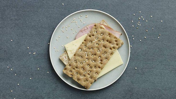 Knækbrød med ost og skinke  Bitz' Store Kur:   Morgenmad:
