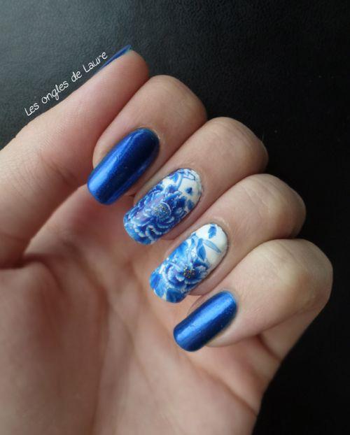 nail art fleur bleue en waterdecal nail art pinterest