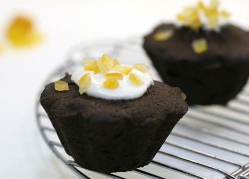 Черные кексы с цукатами