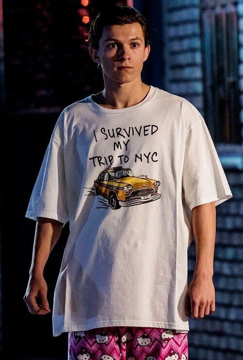 #wattpad #fanfic →Basada en el personaje de Marvel,Peter Parker interpretado por Tom Holland♥. Enif Mccall es una chica que se muda a Nueva York como estudiante de intercambio en la Preparatoria Midtown,ahí conoce a Peter Parker,quien le da un giro inesperado a su vida. ~~~~~~~~~~ Hola (: Antes de comenzar a leer q...
