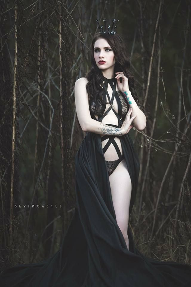 Model: Lady Marlene Photo: Devin Castle Designs Crown & Tail Skirt: Mystic Thread Welcome to Gothic and Amazing |www.gothicandamazing.com