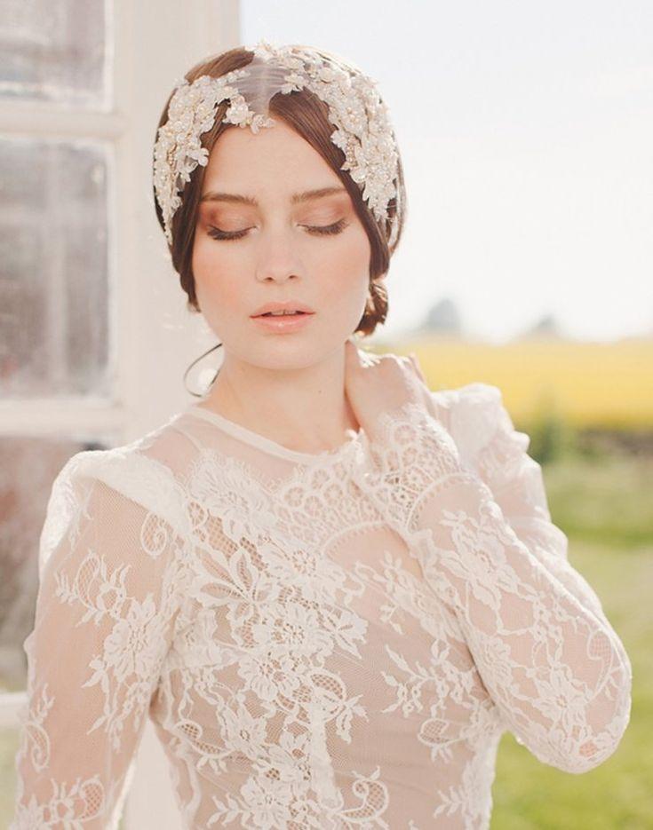 Украшение на голову из кружева для невесты