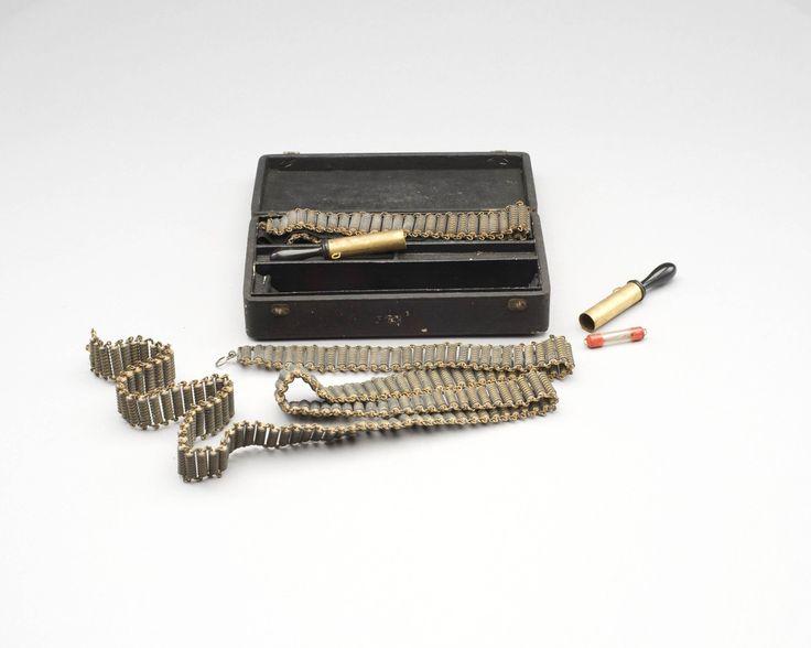 Twee elektromedische riemen — Teylers Museum