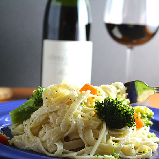 Fettuccine Primavera is an easy, creamy pasta dish with broccoli and carrots.
