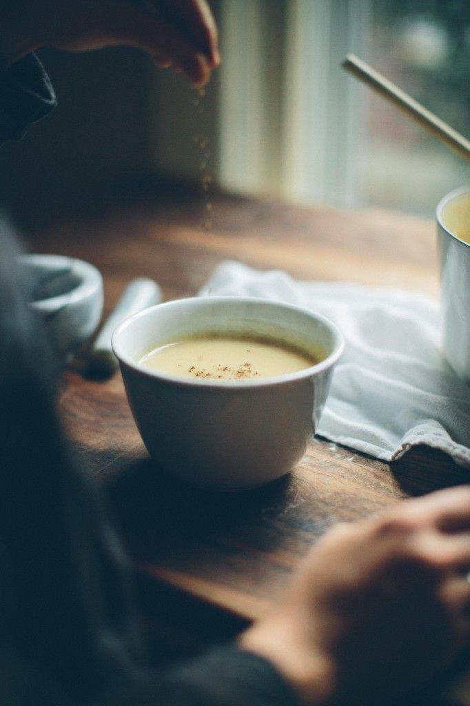 冷えた体をやさしく温めてくれるポタージュ。ぽってりとしたスープはお腹にも優しく、風邪を引いたときの栄養補給にもぴったりで作り方もとっても簡単です。色んな野菜で作る冬のあったかポタージュ。定番野菜のポタージュからちょっと変り種のポタージュまで一挙ご紹介しちゃいます。