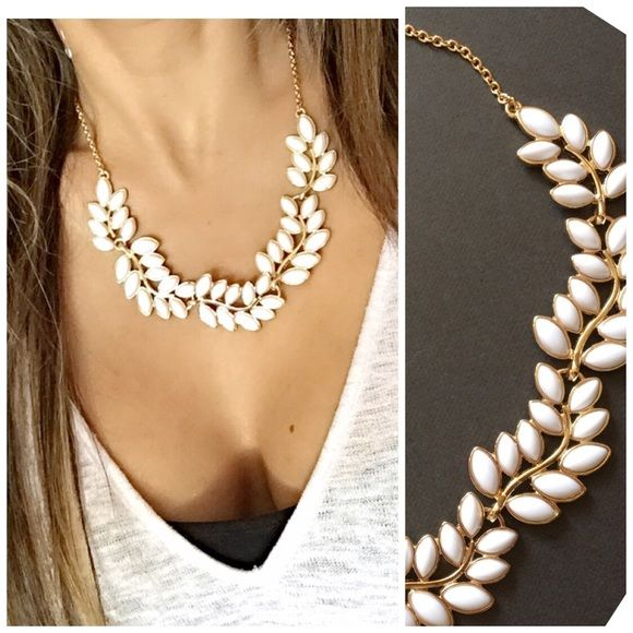 White & Gold Statement Necklace  NWOT -- Gorgeous Necklace.  Jewelry Necklaces