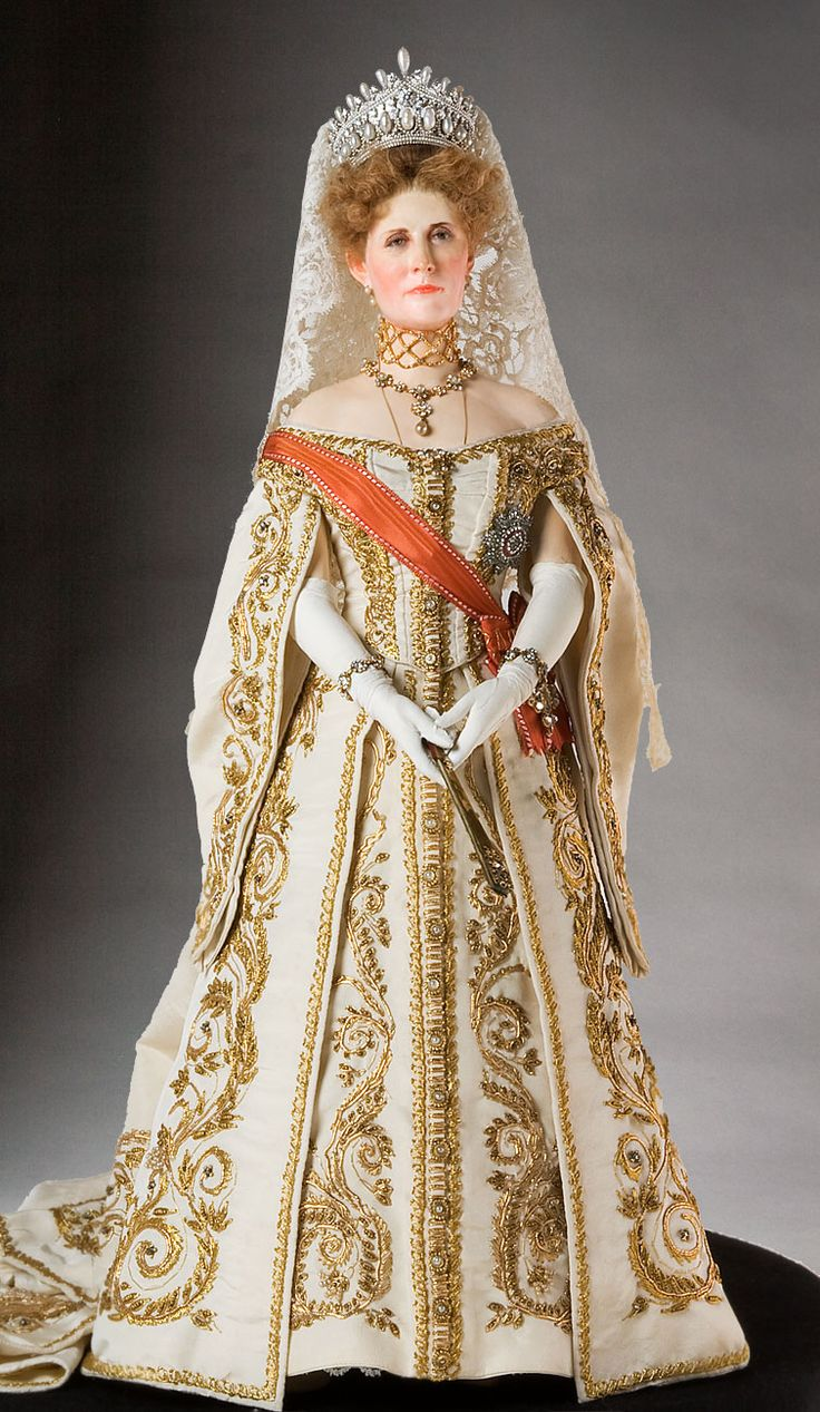 Empress Alexandra Fedorovna, Historical Figures of Russia, a full length portrait. What a beautiful gown!