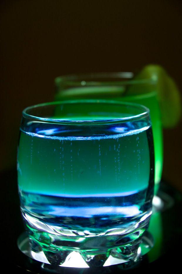 Sonic Screwdriver, 10th Doctor edition  • 1 oz Blue Curacao  • 1 oz Citrus Vodka  • Ginger ale