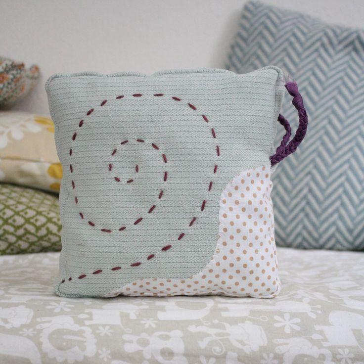 tuto patron coussin escargot couture c lin pinterest escargot patron et tuto. Black Bedroom Furniture Sets. Home Design Ideas