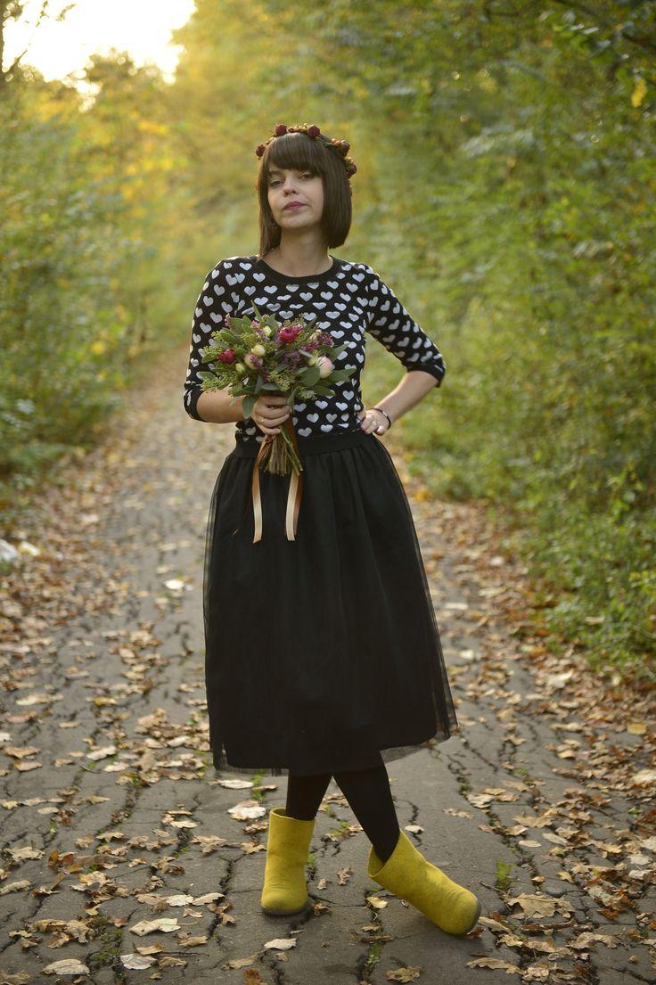 Black tulle skirt short autumn flower crown flower bouquet
