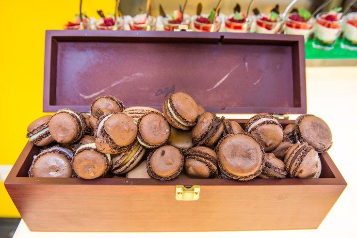 Macaraons cu crema de ciocolata. Belvedere Events Center, Restaurant, Brasov 2016. Belvedere. Evenimente. Nunta. Botez. Candybar.