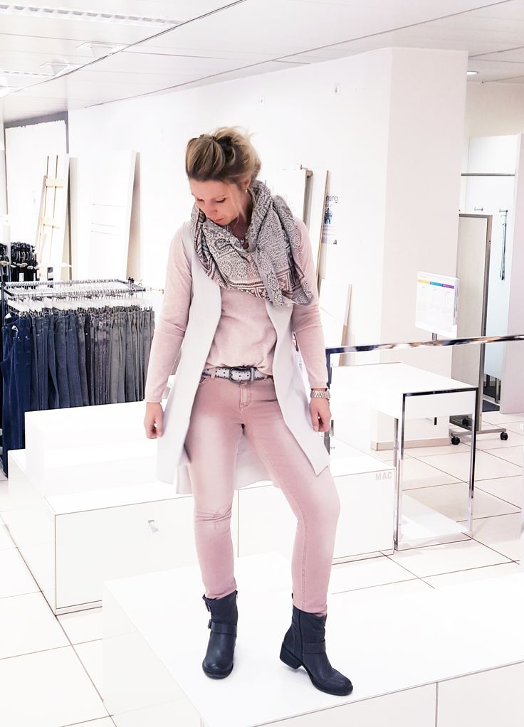 Outfit der Woche! Colour Denim, Feinstrickpullover, Longweste & Schal: Yaya #fashion #ootw
