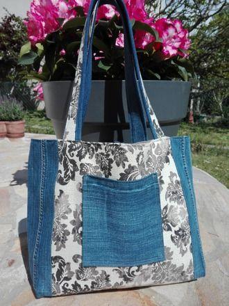 Sac cabas en jean recyclé et tissu ameublement très jolis motifs Lolocoquillage.  Très bonne tenue du sac grâce aux tissus épais en lin pour l'intérieur. Cabas très pratiq - 20651628