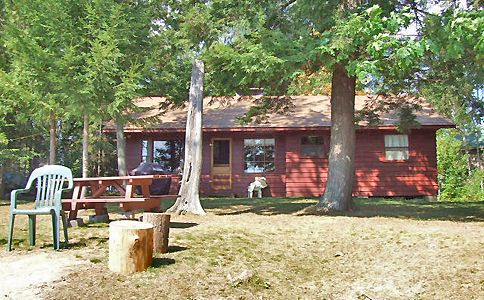 This is the 23rd year that Horseshoe Lake 1 has been with us. The reason is it is a great family cottage, private on a point of land which is flat, sandy beach, pets permitted and it sleeps 6. It is also economical. Want to know more? We invite you to go to the web page.