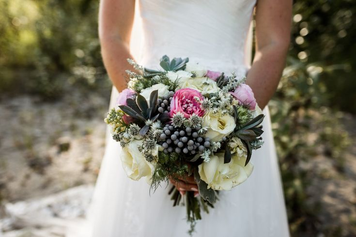 Vancouver rustic style wedding by Floral Design by Lili