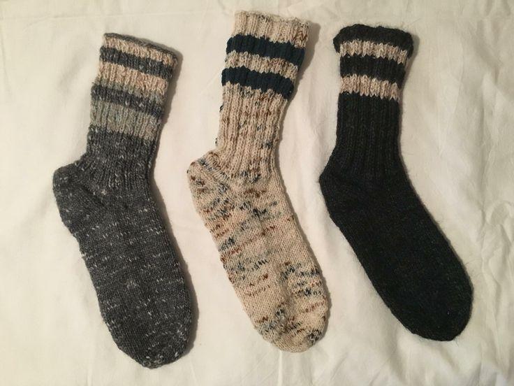 Ciorapi de lana naturala, tricotati manual