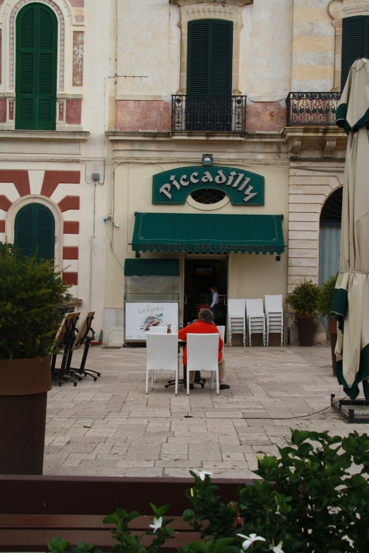 """The place to go any time during the day all through the year for a ice cream or apero with """"Zuchetini""""?   love this place"""