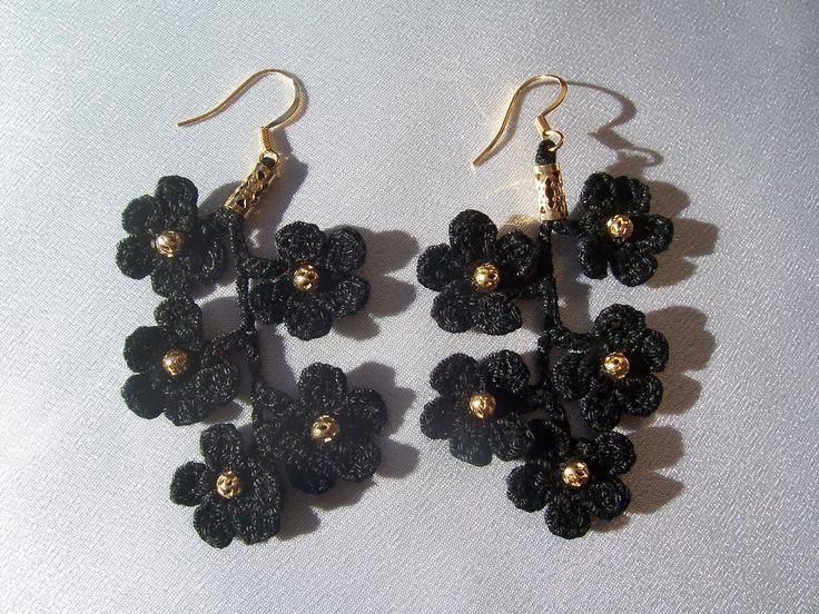 Crochet flower earrings.