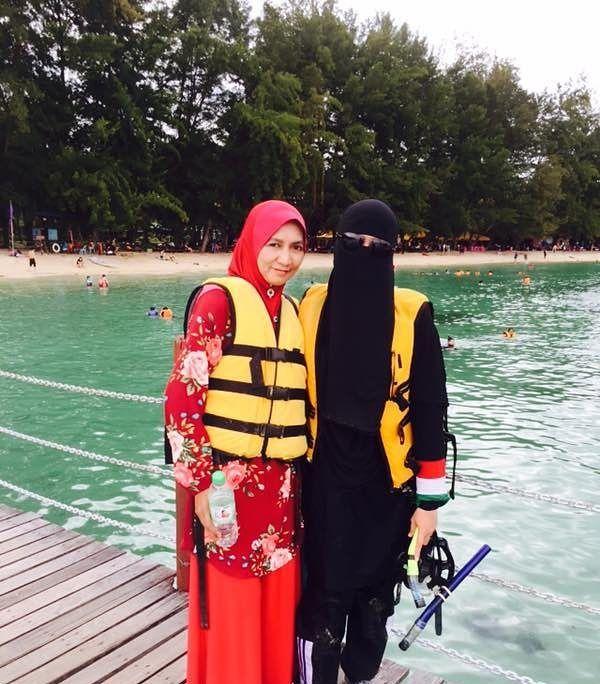 "1,192 Likes, 26 Comments - Nur Ain (@annashwanurain) on Instagram: ""Snorkeling checked First time masuk laut sampai tak jejak kaki kat dasar 😱 Mula2 cuak and xdapat nk…"""