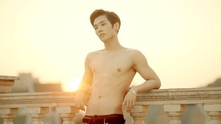 Li Wen Han from Uniq
