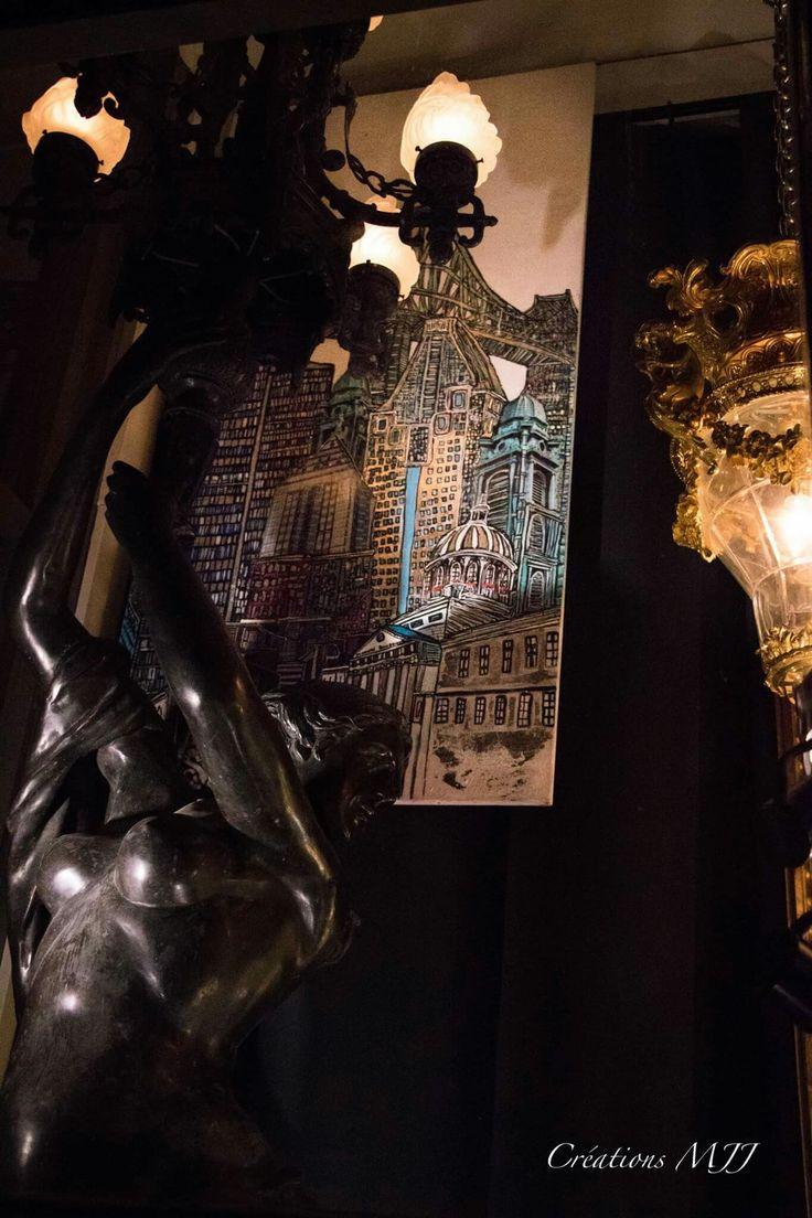 Tableau en vitrine à Montréal chez Weil Antiquité nom du tableau Montréal au pied du pont. Grandeur 40 X 60   disponible