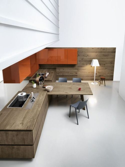 Oak fitted kitchen without handles, design by Gian Vittorio...