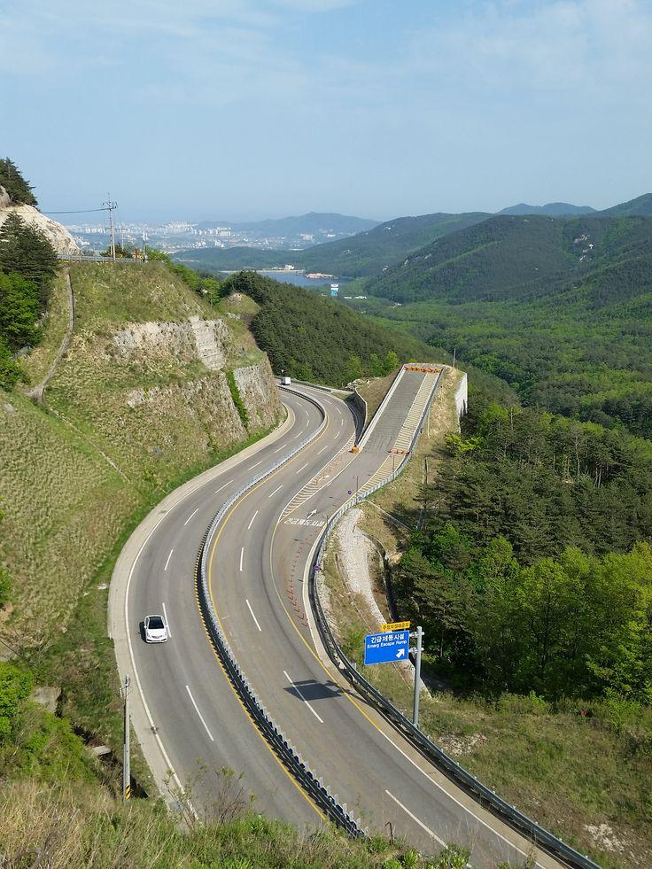 An Emergency Escape Ramp (Runaway Truck Ramp) on #Misiryeong Penetrating Road near Sokcho, Korea   미시령관통도로 긴급제동시설