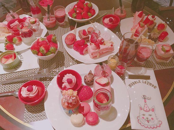 ヒルトンのいちごビュッフェ初日いってきました🍓 . #いちごビュッフェ #ヒルトンスイーツ #strawberry #🍓 #ヒルトン東京 #マーブルラウンジ #デザートビュッフェ #いちご #pink #cute #l4l #さきぼんいちご