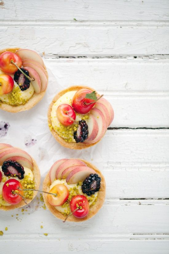 Nectarine and pistachio tart | Single Servings: Biscuits-Cupcakes-Muf ...