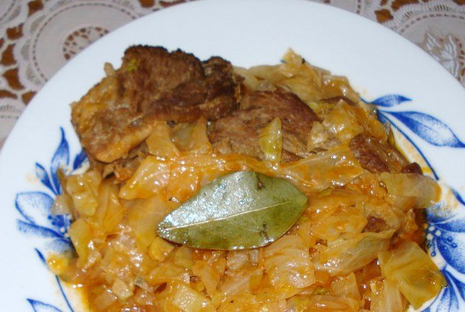 Retete Culinare - Varza cu costite de porc