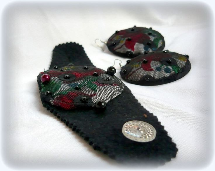 Handmade by Judy Majoros - Kalocsai Embroidery - Hungarian polka dots earring and bracelet. Recycled earring and bracelet. Polka dots tulle-black felt, beaded.