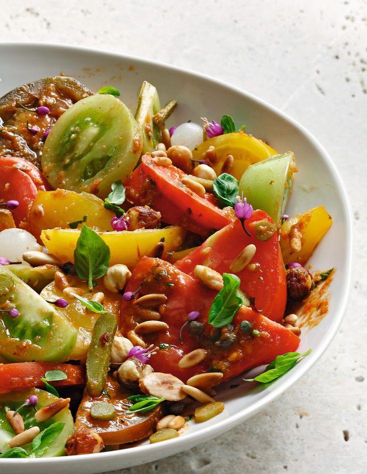 Des tomates de toutes les couleurs, juteuses et délicatement parfumées par une gourmande sauce aux fruits secs dans une recette…