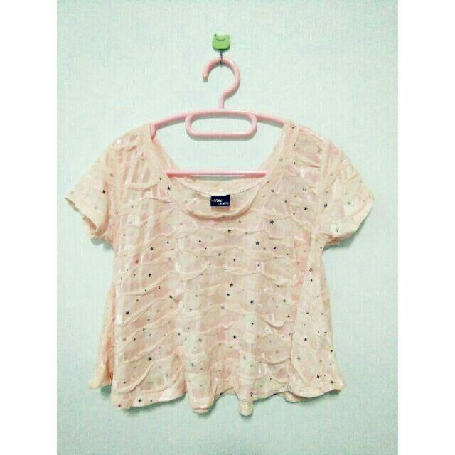 ลองเข้ามาดูสินค้า เสื้อคอกลม แขนสั้น สีชมพูอ่อน ลายดาวกากเพชร น่ารัก ขายในราคา ฿50 ซื้อได้ในแอพ Shopee ตอนนี้เลย! http://shopee.co.th/spimapae/165895805  #ShopeeTH