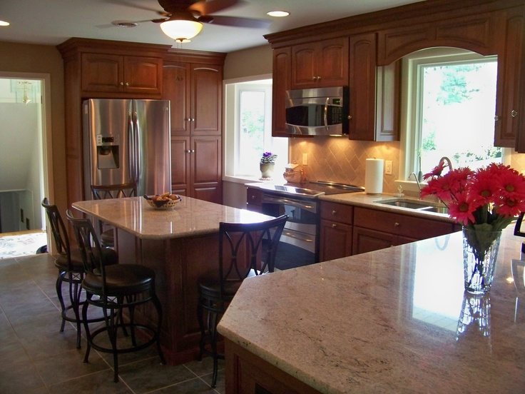 Warm Cherry Showplace Cabinetry Is Georgeous In This Traditional, But  Updated Remodeled Kitchen.