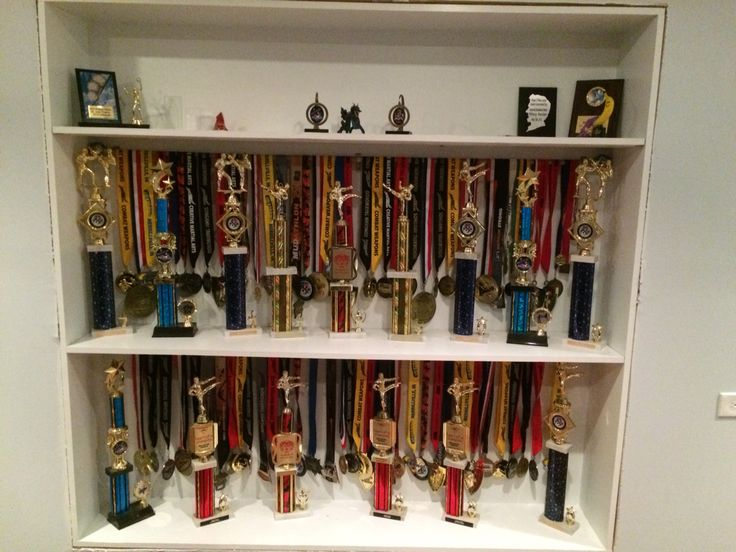17 best ideas about hanging medals on pinterest soccer for Ideas para colgar medallas
