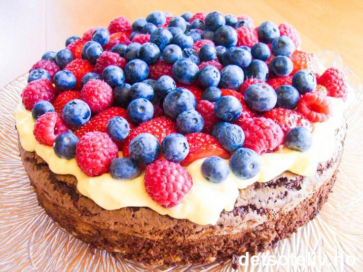 Browniekake med vaniljekrem og bær | Det søte liv