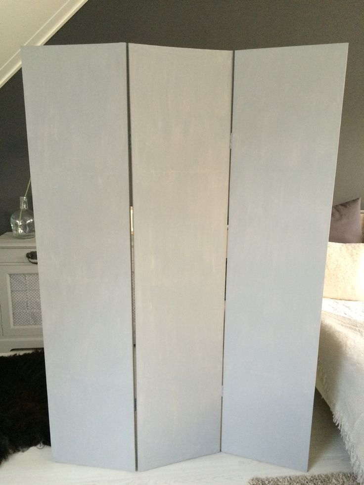Kamerscherm DIY: Blanco kamerscherm geverfd met matte muurverf in betonlook. #kamerscherm #DIY http://www.canvasscherm.nl/kamerscherm-wit-blanco.html